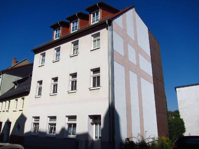Schmucke Dachwohnung mit Balkon - frei ab Dez. 2020
