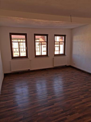 Erstbezug nach Sanierung... 86m²..Praxis...... oder Wohnraum. Großzügig geschnittene Räume, großer Wohnflur.