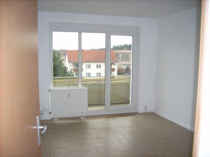 Straße der MTS in Kemberg: Küche und Flur mit neuem Fußboden