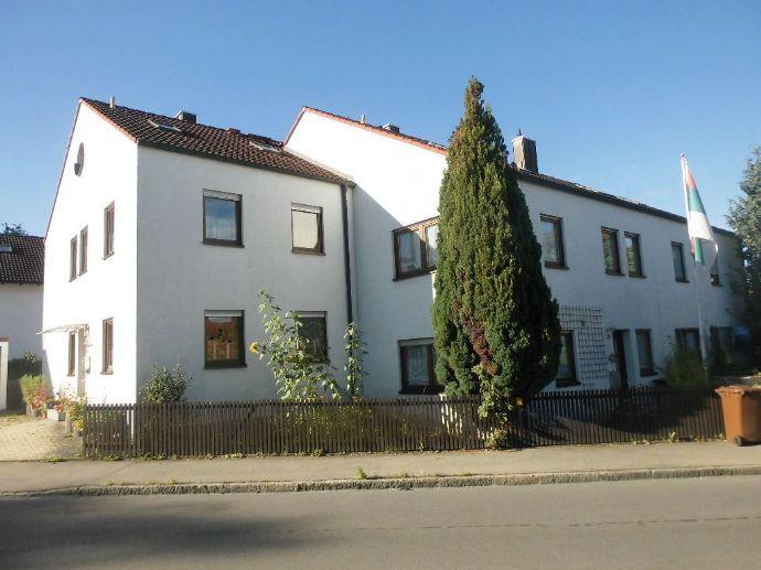 RESERVIERT - Stadthaus mit Charme - REH mit schöner Ausstattung, EBK, 2 Bäder, Süd-Terrasse, Süd-Balkon, Garage u. Stellplatz!