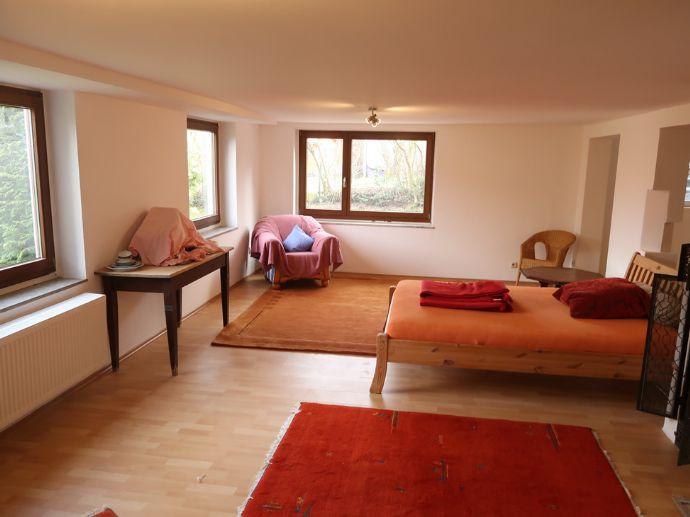Teilmöblierte, großzügige 2-Zimmer-Wohnung und Kaminofen in ruhiger Lage von Igelsdorf