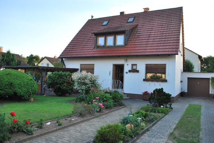 Gemütliches Einfamilienhaus mit großem Grundstück in bester Lage in Uttenreuth