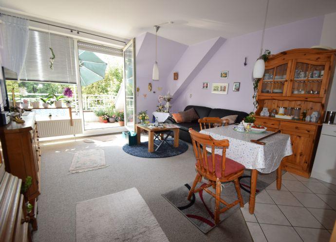 ZU VERMIETEN: Super geschnittene 2 Zimmer-Wohnung (ca. 45,38 m²) mit Stellplatz und Balkon in Möhnesee-Körbecke