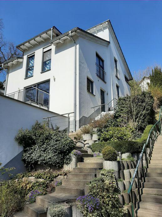 (RESERVIERT !!!) Freistehendes topmodernes Architektenhaus/Splitt-Level in ruhiger Stadtrandlage von Neu-Anspach