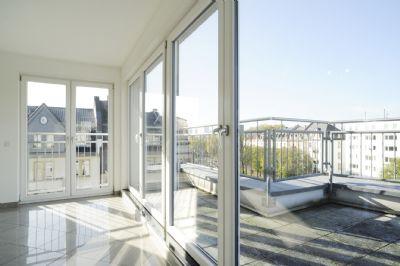 Ideal f. Singles od. Paare: Lichtdurchflutetes Penthouse auf zwei Etagen mit großen Terassen und Blick auf die Skyline