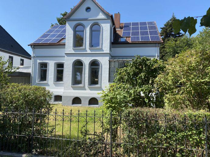 Villa neu saniert, Hohe Räume mit Stuck, Balkon, Terrasse und Garten - 5 Zi. in Springe, nahe Bahnh