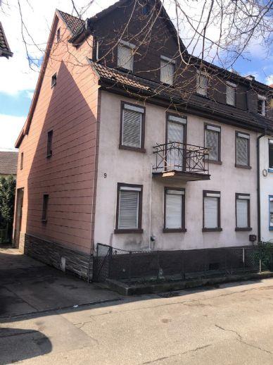 Renovierungsbedürftiges 2 - 3 Fam -Haus