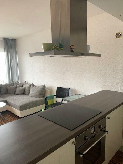 Exklusive, vollständig renovierte, möblierte 2-Zimmer-Wohnung mit Balkon und EBK in Sindelfingen