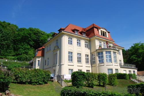 helle 4 Zimmer-Wohnung in Villa am Weinberg