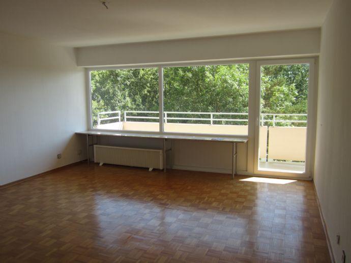3-Zimmer-Wohnung mit 2 Balkonen sowie Pool und Sauna im Haus ...