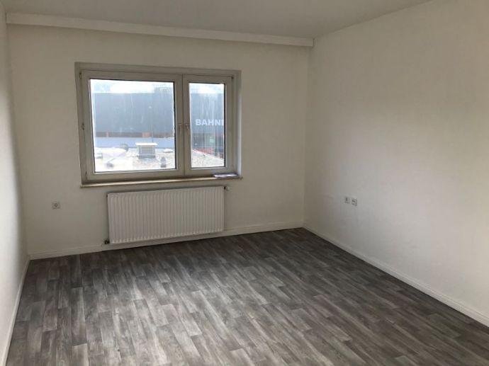 Renovierte 2-Raum Wohnung mit großem Einbauschrank!