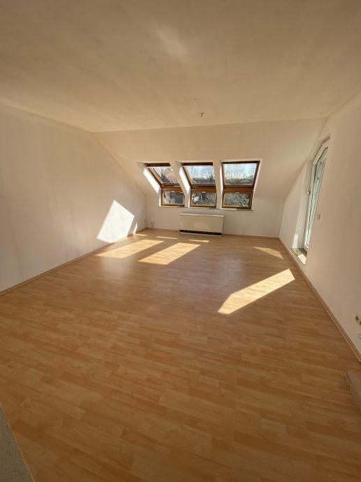 2 Zimmer Dachgeschoß Wohnung in guter Wohnlage Lage