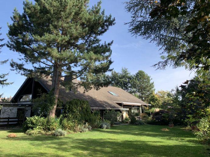 SANKT AUGUSTIN, repräsentatives Einfamilienhaus mit ELW ca. 305 m² Wfl. ca. 1.400 m² GrSt. 3 Garagen