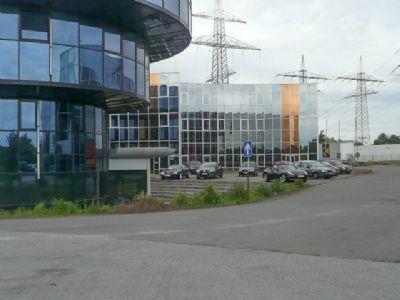 seitliche Ansicht v. Parkplatz