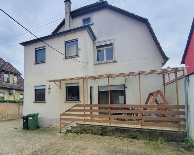Freistehendes Zweifamilienhaus in Top-Lage! Mit Garage, Nebengebäude und großem Grundstück