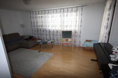 freundliche voll m blierte 3 zi wohnung mit 2 balkonen. Black Bedroom Furniture Sets. Home Design Ideas