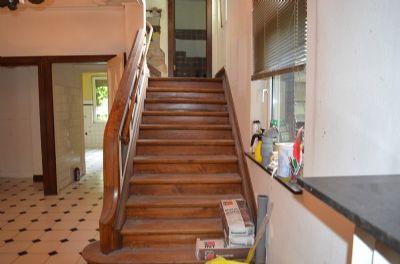 Treppe ins Zwischengeschoss und ins 1. Obergeschos