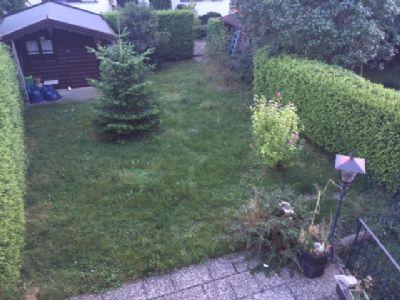 OG: Blick vom Balkon in den Garten