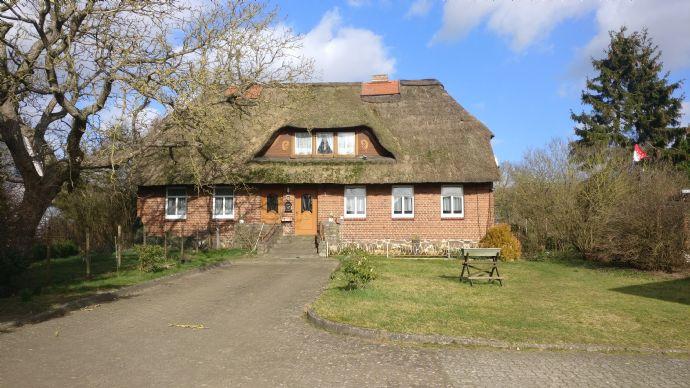 Reetdachhaus nahe der Ostsee