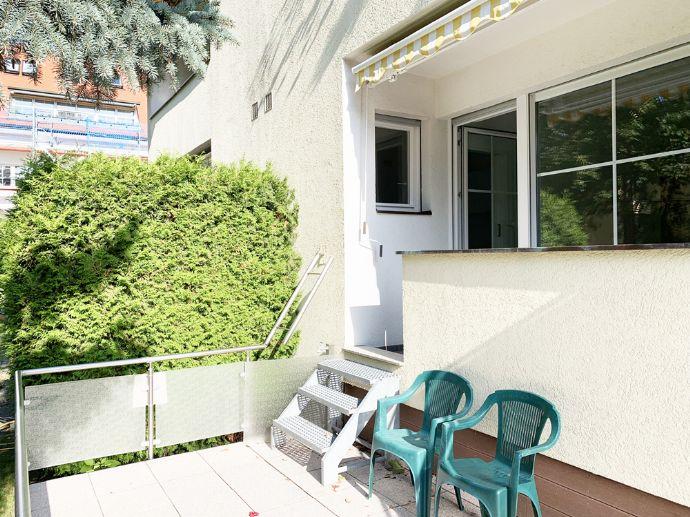 Erstbezug nach Sanierung: Möbliert mit Loggia und großer Sonnenterrasse in Grünlage