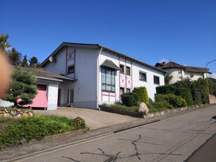 Freistehendes Einfamilienhaus mit Einliegerwohnug