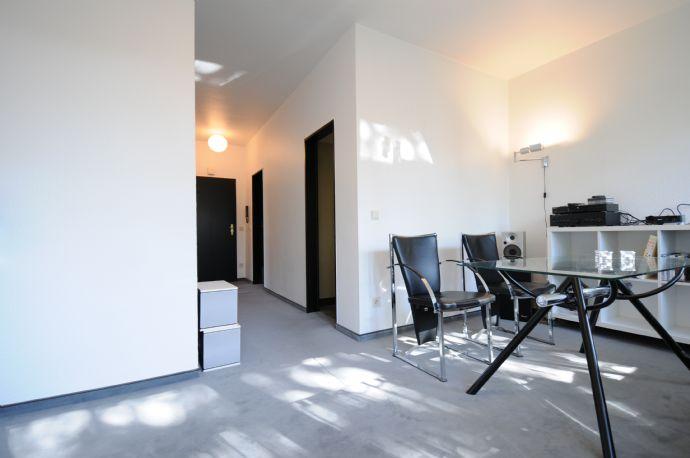 Gemütliche, moderne Singlewohnung in naturnahem Villenviertel, teilmöbliert