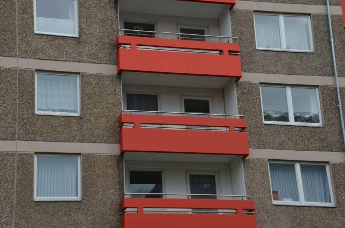 Komplett ausgestattete und modernisierte 3 Zimmer Wohnung mit Balkon von privat