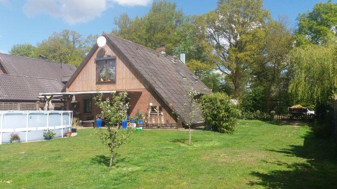 Solides Einfamilienhaus mit 4 Pferdeboxen und Paddocks in ruhiger Dorfrandlage auf 2500 qm Grst