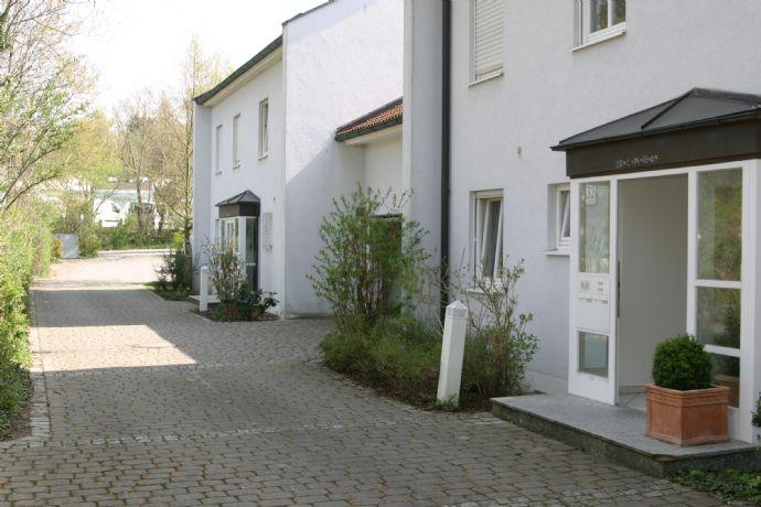 Schöne, ruhig gelegene Doppelhaushälfte in Gräfelfing mit EBK
