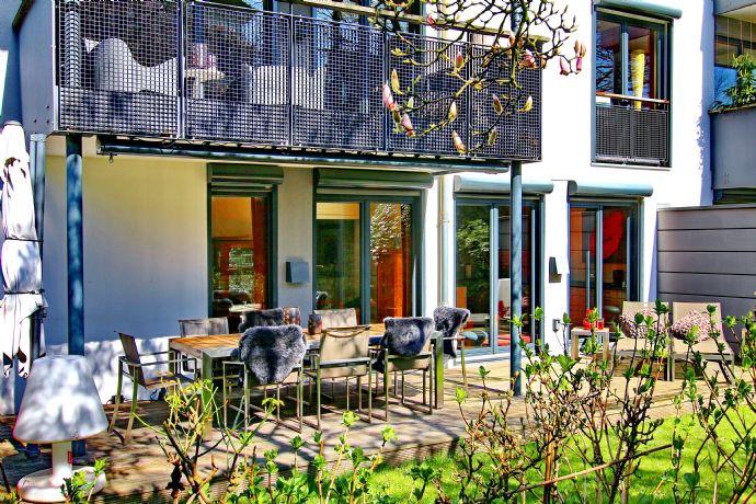 Gefühlt wie im Haus und die Elbe gleich vor der Tür! 8 Zimmer Maisonette-Wohnung
