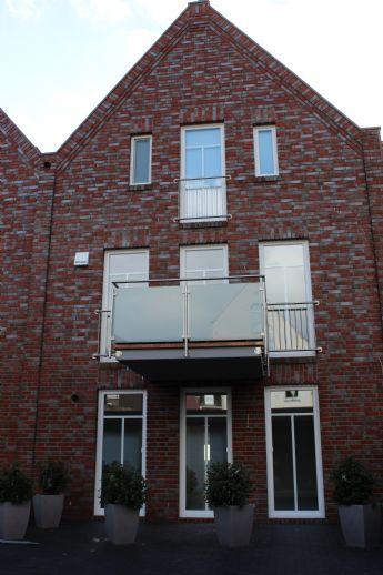 Reserviert: Exklusive 2-ZKB-Wohnung mit Balkon, Fahrstuhl und Garage