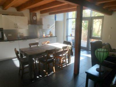 WEZ mit offener Küche und Ausgang zur Terrasse