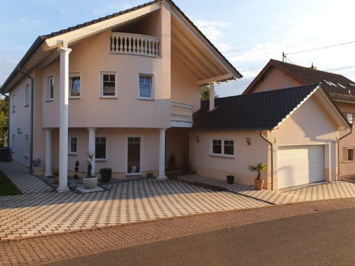 Exklusives Einfamilienhaus im mediterranen Stil