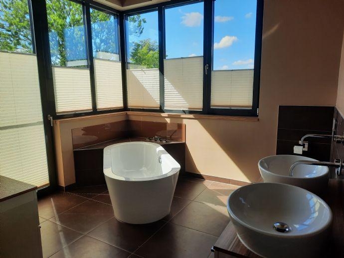 Exklusive 2,5 Zimmer-Penthouse-Wohnung mit Whirlpool in Öhringen Nord incl. Hausmeisterservice, Auf