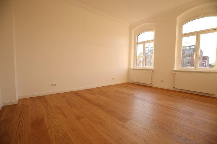 3 Zimmer Wohnung mit Kamin, Parkett, Aufzug, Stellplatz