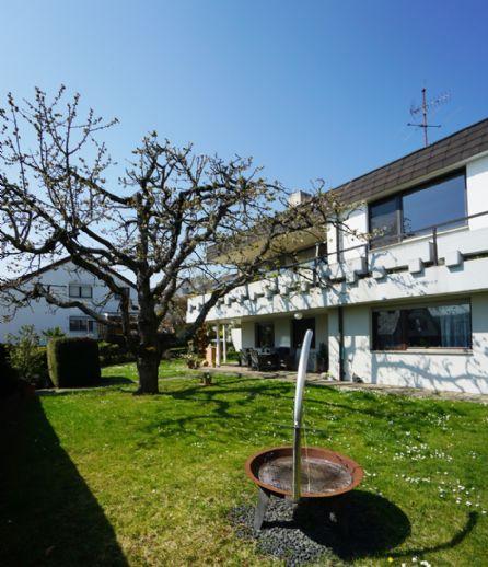 Großzügiges Einfamilienhaus mit Sonnenterrasse, Garten & ELW