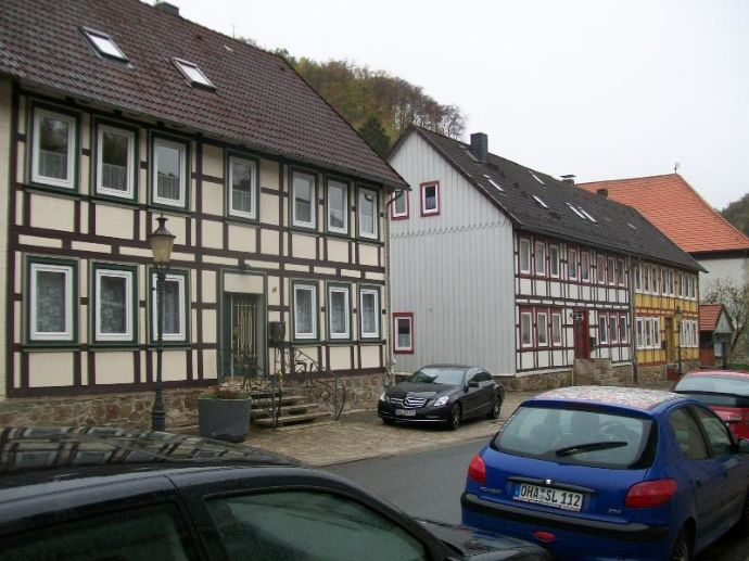 Denkmalgeschütztes Fachwerkhaus mit Nebengebäuden
