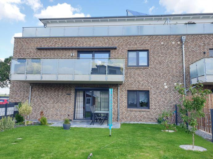 Moderne und helle Neubauwohnung mit einem Garten