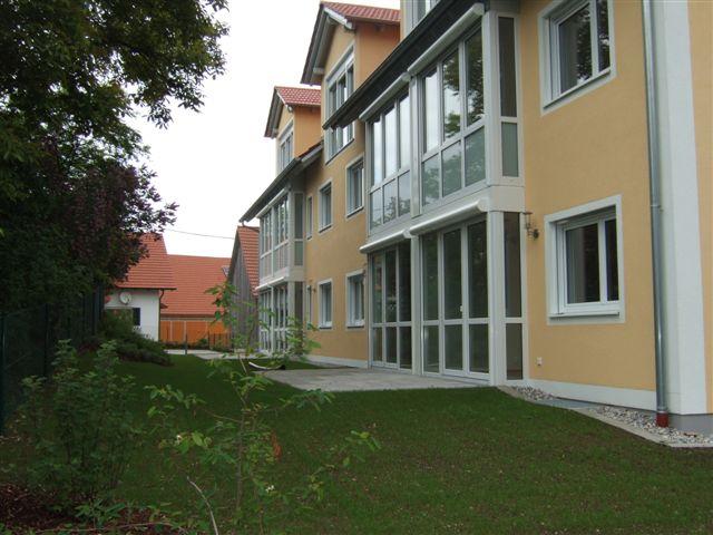 Sonnig-helle Seniorenwohnung 2-Zi. mit Lift, barrierefrei, Terrasse, zentrale Lage