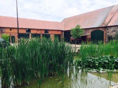 3 Innenhofansicht mit Teich