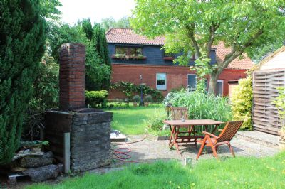 Garten, Terrasse u. Grillplatz