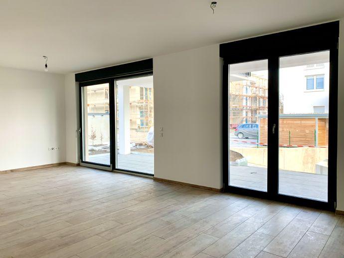 Neubau 3-Zi.-EG-Wohnung mit großer Terrasse und Garten