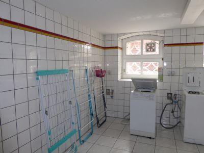 So ähnlich ist unser Waschraum im Keller