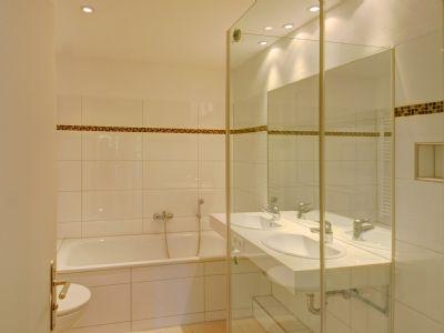 Badezimmer mit Handtuchwärmekörper