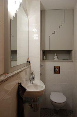 Separates WC - Einbauschrank und passender Spiegel