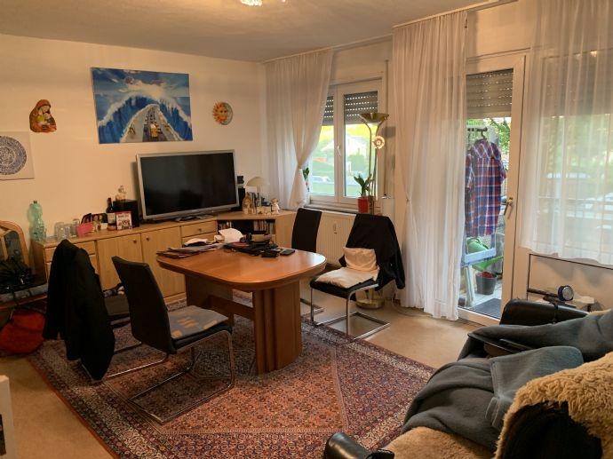 4-Zimmer-Wohnung mit Balkon und Wannenbad