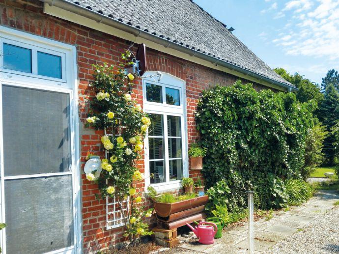 Idyllisches Landhaus mit parkähnlichem Garten in bevorzugter Wohnlage - eine Rarität - vor den Toren Lübecks