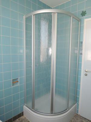 ...  und  Dusche wartet auch auf Modernisierung !