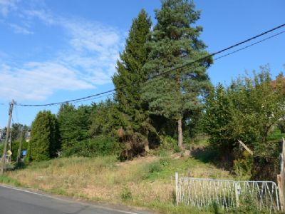 Straßenfront des Grundstückes