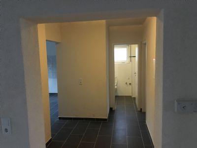 neu renovierte 3zkb balkon stellplatz keller ab sofort zu. Black Bedroom Furniture Sets. Home Design Ideas